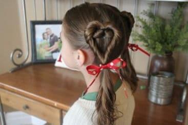 прическа с сердечками из волос