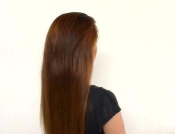 Расчешите волосы по всей длине