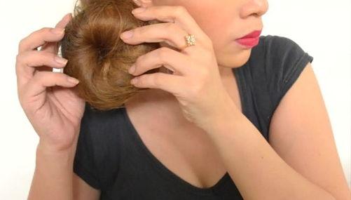 подоткните волосы в центр бублика и накрутите
