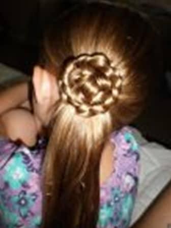 красивая роза из волос