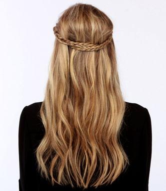 косы на распущенных волосах