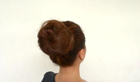 прокрутите бублик по всей длине волос