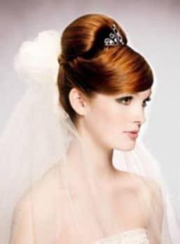 роскошная свадебная прическа с длинной фатой