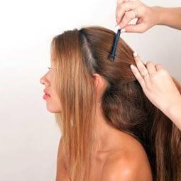 Разделение волос горизонтальным пробором