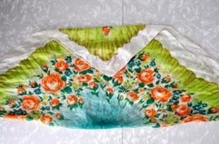 Сложенный платок с завернутым уголком