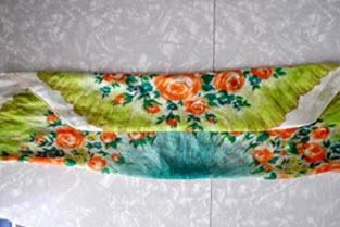 Сложенный платок с дважды завернутым уголком