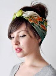 Платок, повязанный поверх волос
