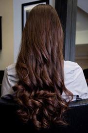 Волосы накручиваются на термобигуди или щипцами с небольшим диаметром