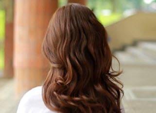 Волосы, накрученные утюжком