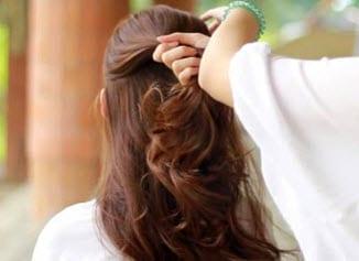 Волосы, разделенные на две части горизонтальным пробором