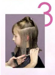 Стрижку в височной зоне начинайте с отделения пряди по линии роста волос
