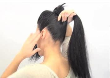 Отдельный хвост из оставшихся волос