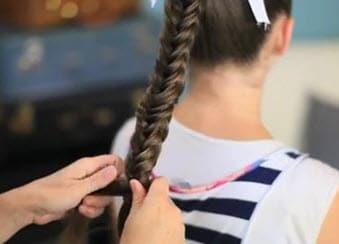 На плетение всей косы уйдет 7-8 минут