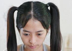 Две части волос, собранные в высокие конские хвосты