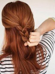 Верхняя часть волос, заплетенная в обычную косу