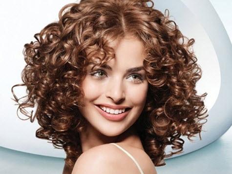 Прическа с волнистыми волосами