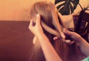 Волосы, разделенные на три пряди