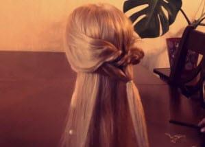 Разделение волос на три пряди