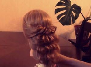 Коса, заплетенная с помощью резинок: вечерний вариант