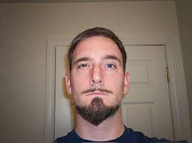 Борода наподобие якоря и усы «карандаш»